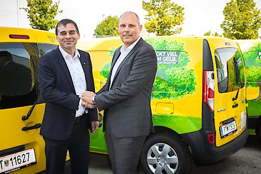 v.l.n.r.: Peter Umundum, Vorstand Paket & Logistik der Österreichischen Post AG und Olivier Wittmann, Managing Director der Renault Österreich GmbH
