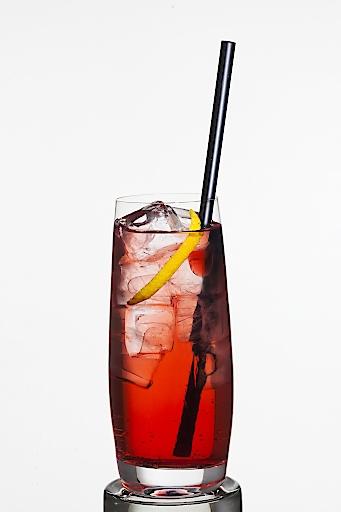 Alperitif - Spritz mit 4 cl Alperitif und 20cl Tonic Water
