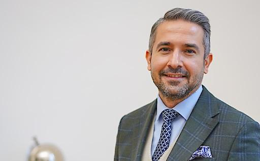 Österreichisches Know-How am größten Flughafen der Welt - Rechtsanwalt Dr. Kazim Yilmaz berät die niederösterreichische Indect Gruppe