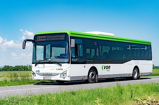 160 moderne barrierefreie VOR Regio Busse fürs Waldviertel: einheitliches Busdesign mit Außenanzeige der Liniennummer und Fahrziel, Bildschirme mit Haltestellenabfolge in den Bussen, akustische Ansage der folgenden Haltestelle, W-LAN und USB-Steckdosen, Klimaanlage, Euro VI Abgasnorm