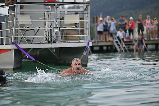 Martin Hoi bei seinem Weltrekordversuch im Strandbad Klagenfurt