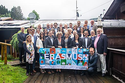 Vertreter/innen von 22 Erasmus+ Nationalagenturen aus dem Bildungsbereich diskutierten mit Sophia Eriksson-Waterschoot (Europäische Kommission, Direktorin für Bildung und Kultur), Petra Kammerevert (Europäisches Parlament, Mitglied im Ausschuss für Kultur und Bildung) und Johanna Koponen (finnische EU-Ratspräsidentschaft) über die Zukunft von Erasmus+.