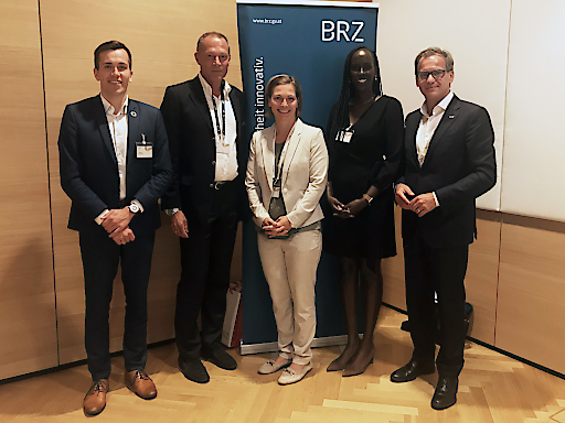 Florian Marcus (Analyst des estnischen Digitalisierungszentrums), Karl Pall (Digitalisierungsexperte aus Deutschland), Sandra Baierl (Kurier), Faith Keza (CEO des ruandischen E-Government Portals Irembo) und Markus Kaiser (BRZ-Geschäftsführer) - v.l.n.r.
