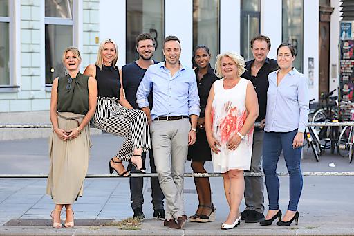 (v.l.n.r.) ÖMG-Vorstand: Sabrina Oswald (FUTURA), Evelyn Herl (Western Union), Jan Gorfer (Ottakringer), Alexander Oswald (FUTURA), Maimuna Mosser (IKEA), Barbara Rauchwarter (APA), Manfred Gansterer (FUTURA) und Sonja Felber (AHVV Verlags GmbH)