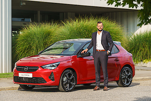 Maxime Hubin-Dedenys, Director Marketing Opel Austria, präsentiert in einer crossmedialen Kampagne den neuen OPEL Corsa bei Austria´s Next Topmodel auf Puls 4.