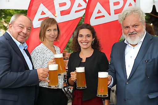 https://www.apa-fotoservice.at/galerie/19535 APA-Bieriger 2019, v.l.n.r.: APA-Chefredaktion: Werner Müllner, Katharina Schell, Maria Scholl, Johannes Bruckenberger