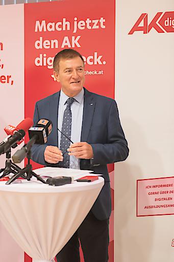 Präsident Günther Goach beim Pressegespräch