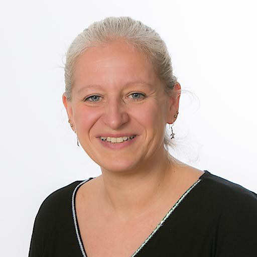 Porträt Petra Smetazko, Acredia Fachbereichsleiterin Inkasso