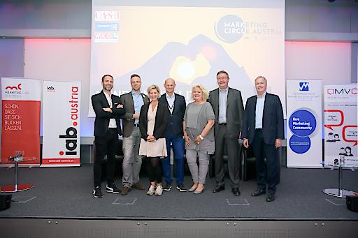 https://www.apa-fotoservice.at/galerie/20311 Im Bild (v.l.n.r.): Niko Pabst (MCÖ Geschäftsführer), Alexander Oswald (ÖMG Präsident), Alexandra Vetrovsky-Brychta (iab Vizepräsidentin), Georg Wiedenhofer (MCÖ Präsident), Barbara Rauchwarter (ÖMG Präsidentin), Anton Jenzer (DMVÖ Präsident), Martin Wilfing (DMVÖ Geschäftsführer)