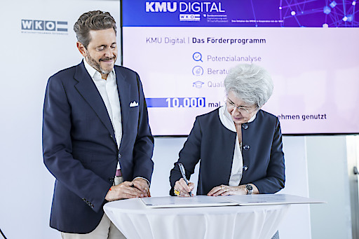 "Bundesministerin Elisabeth Udolf-Strobl und WKÖ-Präsident Harald Mahrer bei der Präsentation des Förderprogramms ""KMU Digital"""