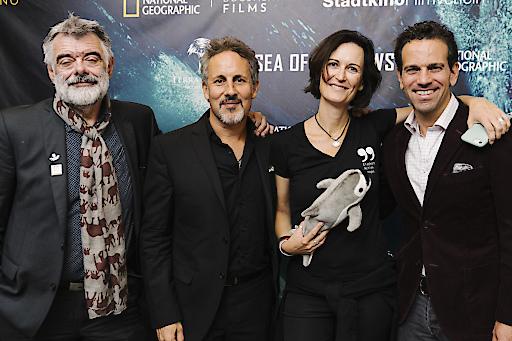 Produzent Walter Köhler, Regisseur Richard Ladkani, Anita Ladkani & Jane Goodall bei der Premiere im Gartenbaukino in Wien.