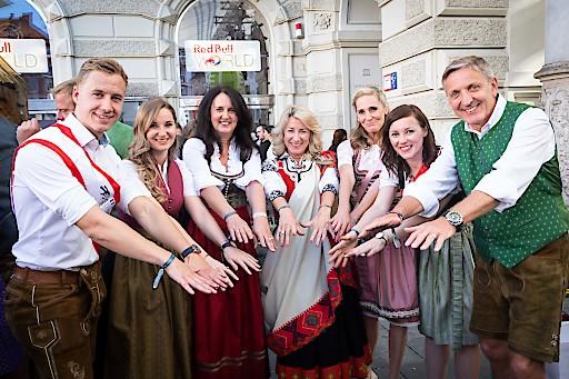 Das Team rund um EuroSkills 2020 konnte beim Aufsteirern Dita Traidas, Präsidentin von WorldSkills Europe und die beiden EuroSkills 2020-Botschafter Fabian Gwiggner (Europameister Grafik Design 2016) und Birgit Haberschrick (Europameisterin Floristik 2014) begrüßen.