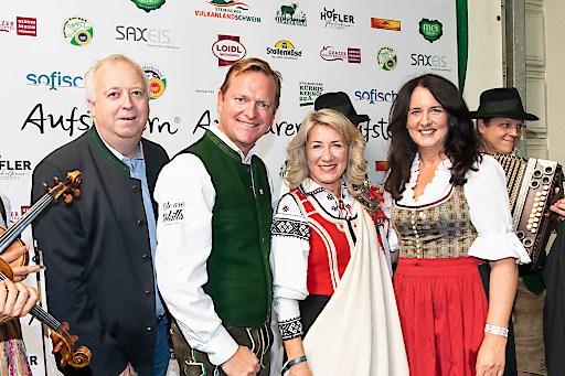 EuroSkills 2020 Head of Competitions Stefan Praschl und die beiden Geschäftsführer Harald del Negro und Angelika Ledineg durften Dita Traidas, Präsidentin von WorldSkills Europe in Graz zum Aufsteirern willkommen heißen.