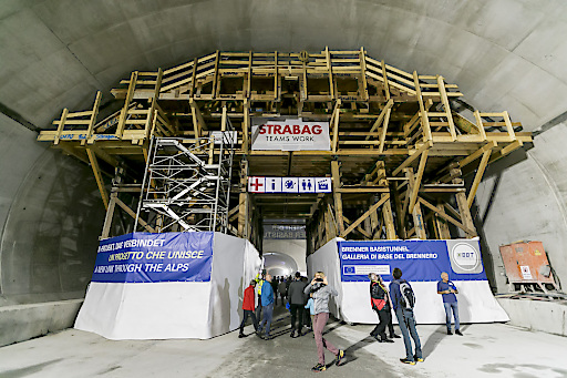 Unterirdisch eröffnete sich den Besuchern die Welt der Tunnelbauarbeiten, vom Ausbruch bis zur fertigen Innenschale.