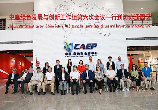 Im Rahmen der Delegationsreise wurde auch das Österreich-Haus im Sutong-Ökopark in Nanjing besucht: Die Zusammenarbeit sowohl bei Industrie, Technologie aber auch beim Umweltschutz soll weiter ausgebaut werden.