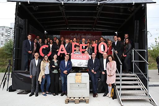 Gruppenfoto mit den Unterstützern von CAPE 10