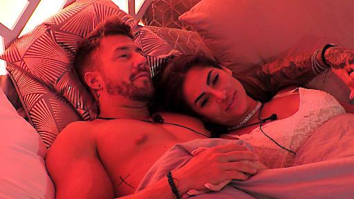 """""""Love Island"""": Wenn Ecuador am Ecuador liegt und Liebe durch den Magen geht - heute bei RTL II / Mischa und Ricarda / Weiterer Text über ots und www.presseportal.de/nr/6605 / Die Verwendung dieses Bildes ist für redaktionelle Zwecke honorarfrei. Veröffentlichung bitte unter Quellenangabe: """"obs/RTL II"""""""