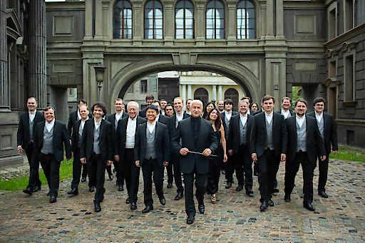 """Am 25.10.19 um 19 Uhr heißt es Vorhang auf für Vladimir Spivakov. Im Rahmen seiner """"40 years anniversary"""" Europatour beehrt der weltbekannte Geigenvirtuose und Dirigent mit seinem berühmten Kammerorchester """"Moscow Virtuosi"""" die Hallen des Wiener Musikvereins."""