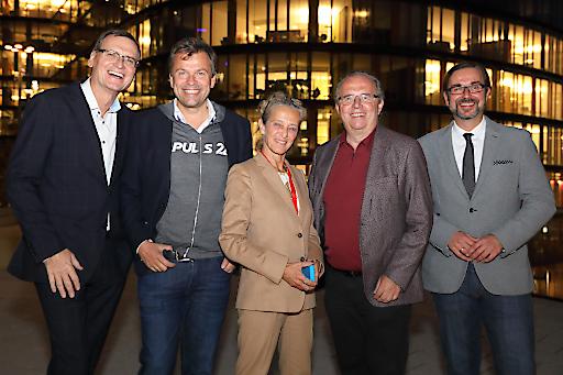 https://www.apa-fotoservice.at/galerie/20035 Im Bild v.l.n.r.: Thomas Kralinger (Telekurier Online Medien GmbH & Co KG), Mag. Markus Breitenecker (ProSiebenSat.1 PULS 4 GmbH Media Quarter Marx 3.3), Kathrin Zechner (ORF Österreichischer Rundfunk), Hermann Petz (Vorstand der Moser Holding), Clemens Pig (APA Austria Presse Agentur)