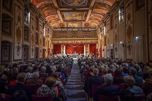 Eröffnung mit der Haydn Philharmonie unter der Leitung von Nicolas Altstaedt im Haydnsaal des Schlosses Esterházy.