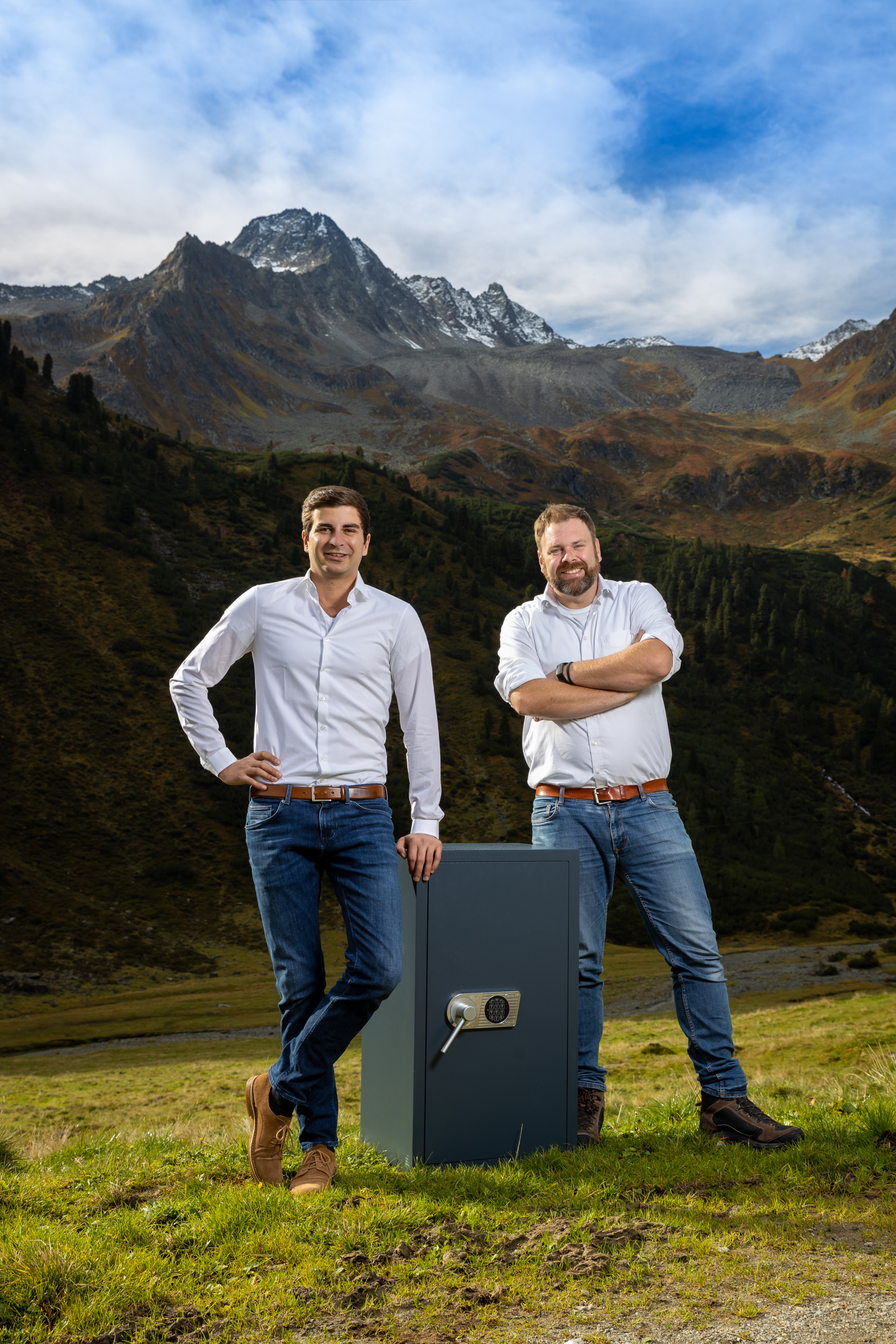 Secureo übernimmt auch Sonderaufträge wie die Lieferung eines zwei Tonnen schweren Tresors auf die Färöer Inseln oder die Montage eines Schließsystems auf einer 2.200 Meter hoch gelegenen Alm.