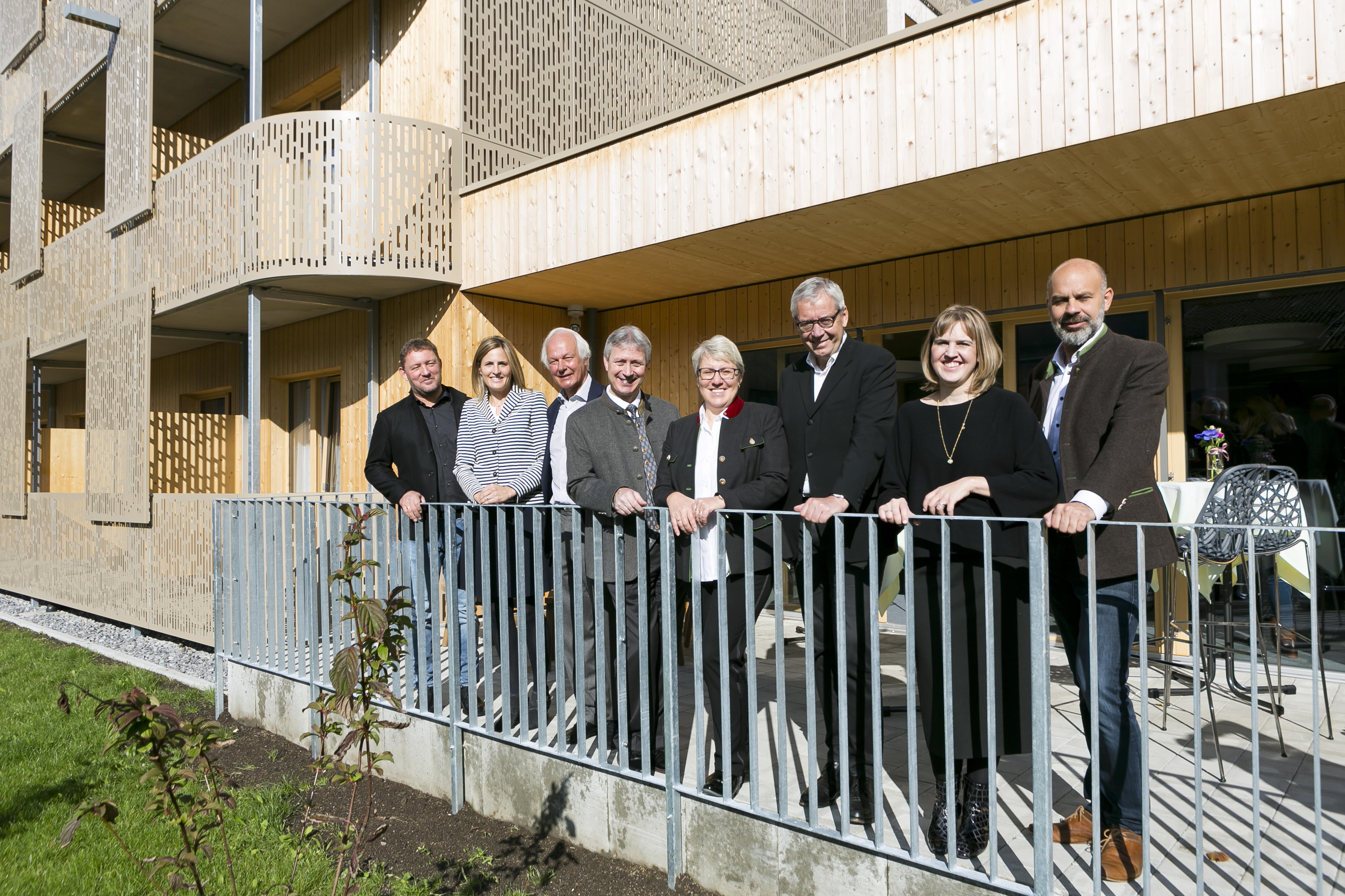 https://www.apa-fotoservice.at/galerie/20671 Architekt Harald Bitschnau, Patricia Rüf (Mitglied des Verwaltungsrates der Liebherr-Int. AG), Karl Weisskopf (Liebherr-Gruppe), Roman Eberhardt (Direktor Löwen Hotel Montafon), Ingrid Muxel (Kfm. Geschäftsführerein Löwen Hotel Montafon), Karlheinz Rüdisser (Landesstatthalter Vorarlberg), Johanna Platt (Mitglied des Verwaltungsrates der Liebherr-Int. AG), Jürgen Kuster (Bürgermeister Schruns)