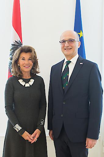 li.Bundeskanzlerin Brigitte Bierlein, re. BUKO Präsident Thomas Horejs
