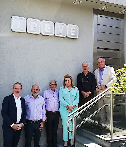 Von links nach rechts: Dr. Jan Vanbrabant, Marco Gama, Prof. Ernane Fagundes do Nascimento, Dr. Hélen Bernadete Coelho Ferreira, Prof. Ronaldo Reis und Dr. Erich Erber.