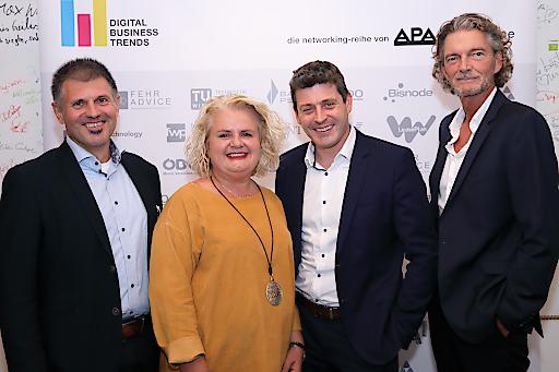 https://www.apa-fotoservice.at/galerie/18447 Im Bild v.l.n.r.: Andreas Sitta (A1 Telekom Austria), Barbara Rauchwarter (APA -Austria Presse Agentur), Alexis Johann (FehrAdvice & Partners), Klement Cabana (styria digital one)