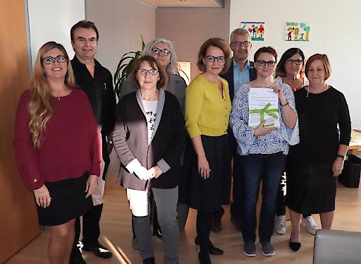 Präsidentin Friederike Pospischil mit VertreterInnen der Angehörigen bei Landesrätin Christine Teschl-Hofmeister