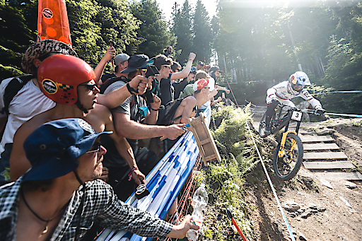 UCI Downhill Overall World Champion 2019 Loic Bruni beim UCI Mountainbike Weltcup in Leogang im Juni 2019