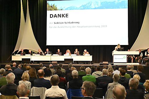 Zahlreiche Funktionäre kamen am Wochenende zur größten Alpenvereinstagung des Jahres in Schladming zusammen.