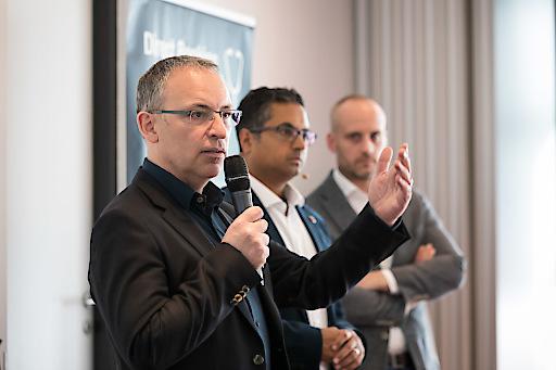 Des O'Mahony (CEO Bookassist), Satyan Joshi (Google) und Jan Sammeck (Deutsche Hospitality) beantworteten während der Panel Discussion Fragen aus dem Publikum (Credit: MANFRED SODIA photography - www.manfredsodia.com)