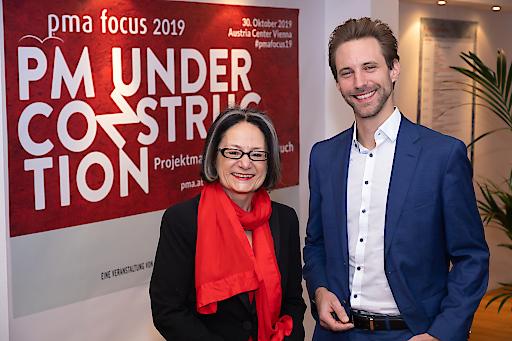 pma Präsidentin Brigitte Schaden und Zukunftsforscher Kai Gondlach beim pma focus 2019 in Wien.