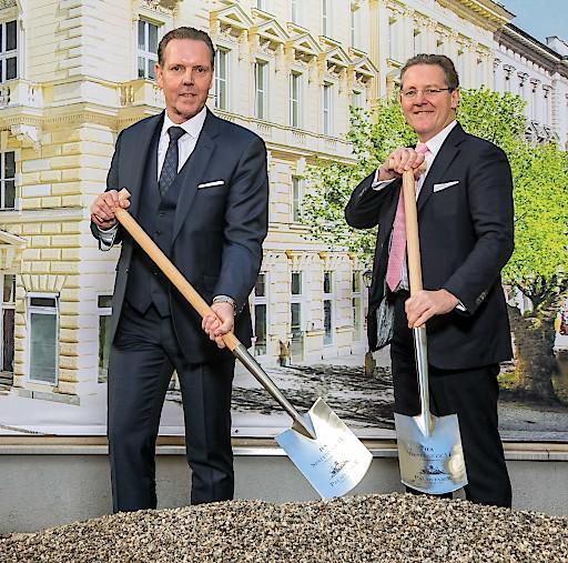Spatenstich im Palais Faber: v.l.n.r. Andreas von Reitzenstein, Vorstand H-Hotels AG, Michael Baert, Vorstand IFA AG