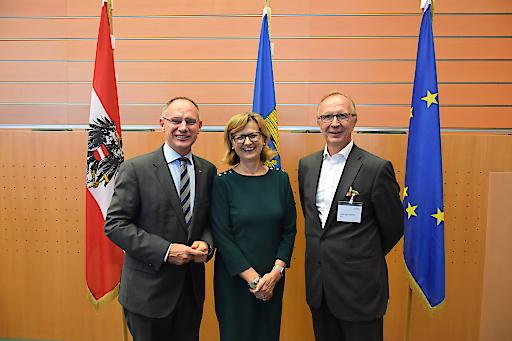 Für Bund, Land und BBG ist der Österreichische Aktionsplan für nachhaltige öffentliche Beschaffung die gemeinsame Basis, auf die sich Bund, Länder und die Bundesbeschaffungs GmbH verständigt haben.