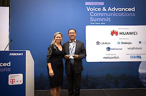 Zhao Yue (President of CS&IMS Product Line of Huawei Cloud Core Network) nahm die Auszeichnungen in Berlin entgegen