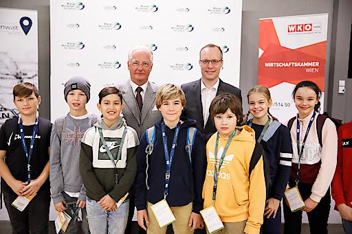 """WKW-Vizepräsident Kari Kapsch (l.) und Standortanwalt Alexander Biach präsentierten die Initiative """"Wiener Wirtschaft for Future""""."""