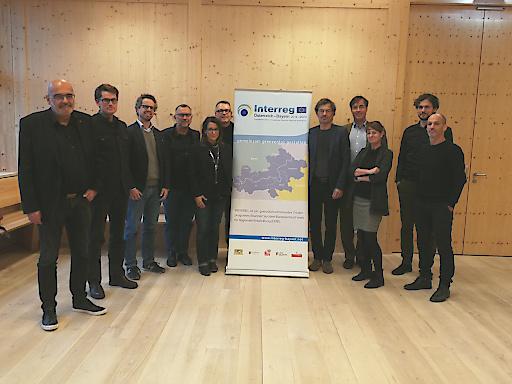 Teilnehmer Kick Off: Die Vertreter der Bayerischen Architektenkammer (Fabian Blomeyer, 4. von rechts) sowie der österreichischen Ziviltechnikerkammern (Daniel Fügenschuh, 5. von rechts und Margit Friedrich, 5. von links)