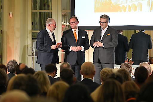 Univ. Prof. Dr. Siegfried Meryn, Dipl.-Kfm. Wolfgang Kaps (Geschäftsführer Sanofi Österreich) und Stadtrat Peter Hacker