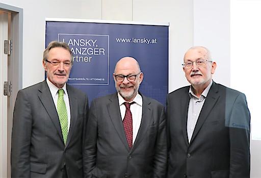 Em. o. Univ. Prof. DDr. Heinz Mayer, Dr. Gabriel Lansky und Univ. Prof. Dr. Erich Neuwirth beim Event am 12.11.2019