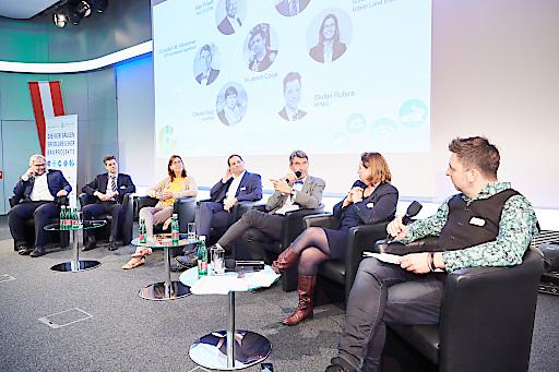 Diskussionsrunde zu den Umweltfaktoren Mobilität, Vernetzung und Verknappung und deren Wechselwirkung auf das einzelne Gebäude