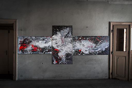 Großformatige abstrakte Gemälde der Künstlerin sind in Sammlungen auf der ganzen Welt zu finden.