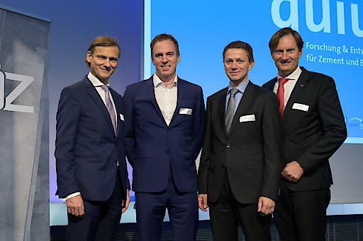 Joseph Kitzweger, Harald Reisinger, Günter Waldl und Sebastian Spaun (v.l.n.r.) präsentierten im 1. Themenblock der Veranstaltung Umweltschutzmaßnahmen der österreichischen Zementindustrie.