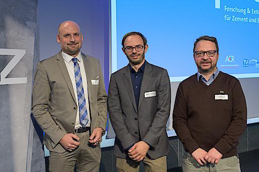 EcoRoads: Martin Peyerl, Lukas Eberhardsteiner, Florian Gschösser (v.l.n.r.) stellten Instandsetzungsbauweisen in Beton für das Landesstraßennetz vor.