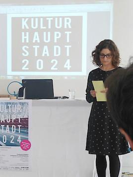 Elisabeth Leitner gratuliert als Initiatorin der Plattform kulturhauptstadt2024.at Bad Ischl