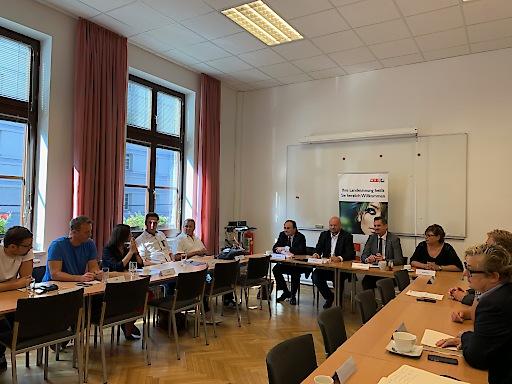 Bezirksordnungsgipfel der Wr. Friseurinnung mit Kontrollbehörden und Bezirksvorsteher Marcus Franz in Favoriten