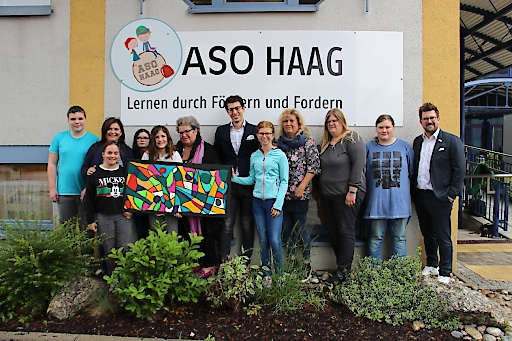 Johannes Behr-Kutsam und Christof Aspöck mit den KünstlerInnen und Lehrenden der ASO Haag