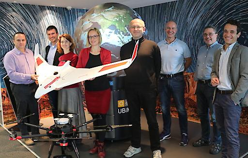 """Die FH Kärnten entwickelt im Projekt """"Drone Risk Austria"""" gemeinsam mit dem Wetterdienst UBIMET, der Austro Control und FREQUENTIS ein Werkzeug zur Risikobewertung von Drohnenflügen. Digitale Geodaten und Wetterdaten spielen dabei eine Schlüsselrolle."""