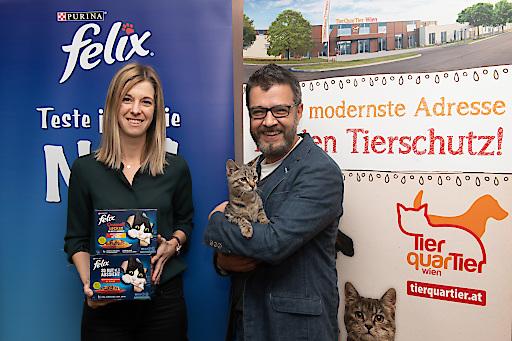 Spendenübergabe im TierQuarTier Wien mit Senior Brand Managerin Purina Katharina Steiner und Betriebsleiter TierQuarTier Wien Thomas Benda
